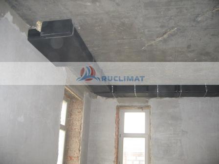 Монтаж воздуховодов на потолке коридора
